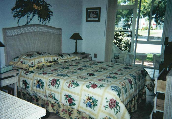 Queen size bed with screened in porch