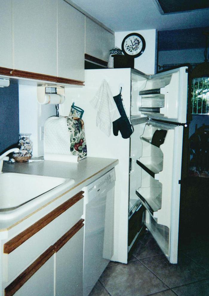 Kitchen, refrigerator - 324 Beach Park Lane