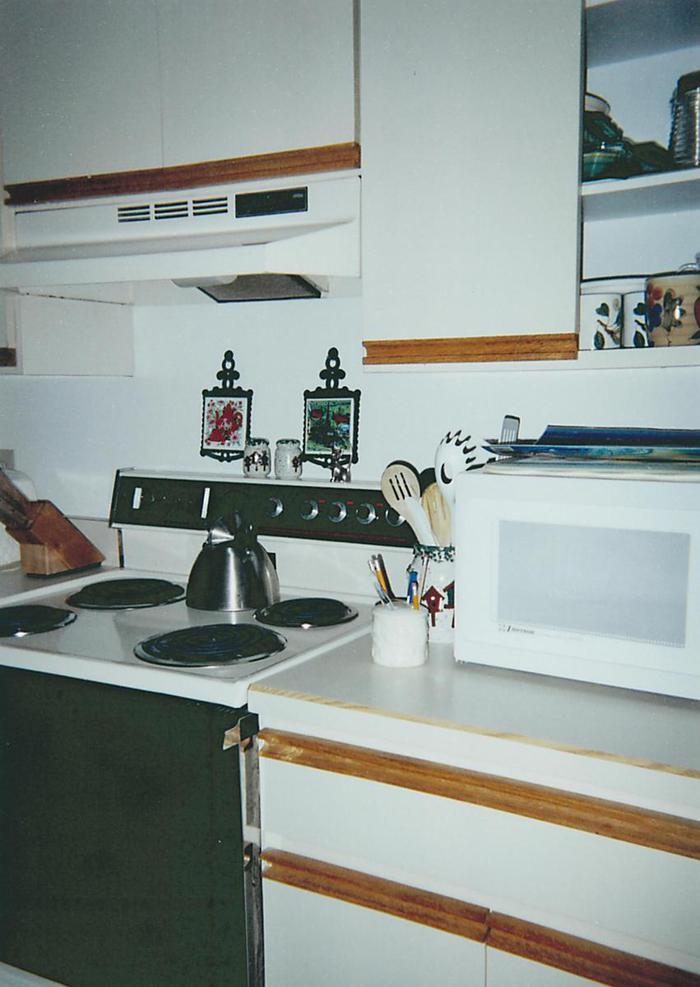 Kitchen - 324 Beach Park Lane