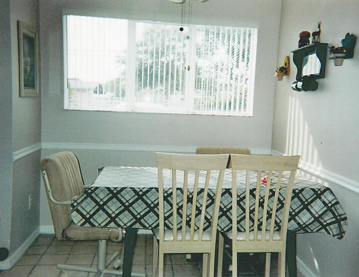 Dining Area - 416 Beach Park Lane