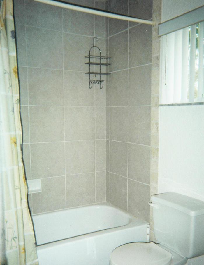 Full Guest Bath - 443 Ocean Park Lane