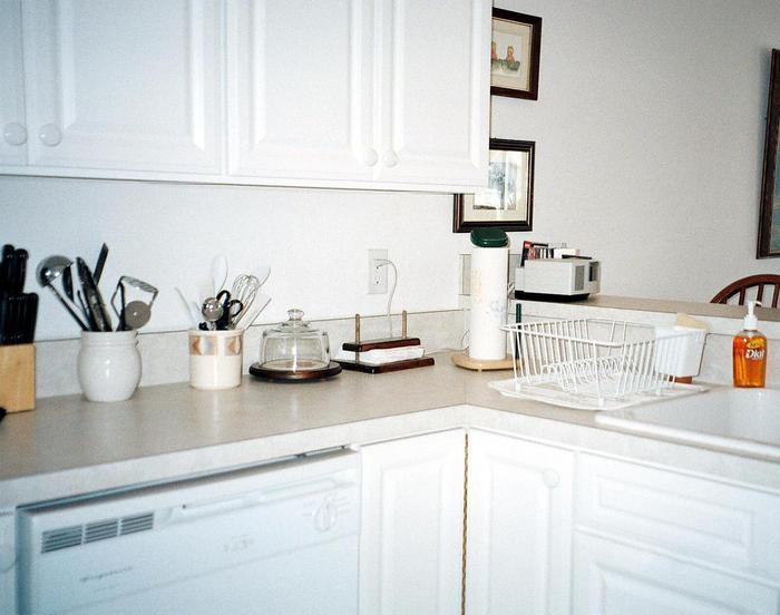Kitchen sink - 627 Ocean Park Lane